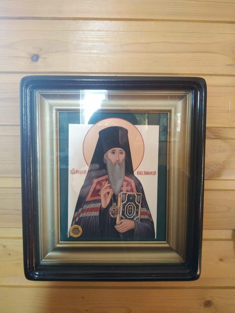 Икона священноисповедника Феодосия (Ганицкого), епископа Коломенского с частицей мощей